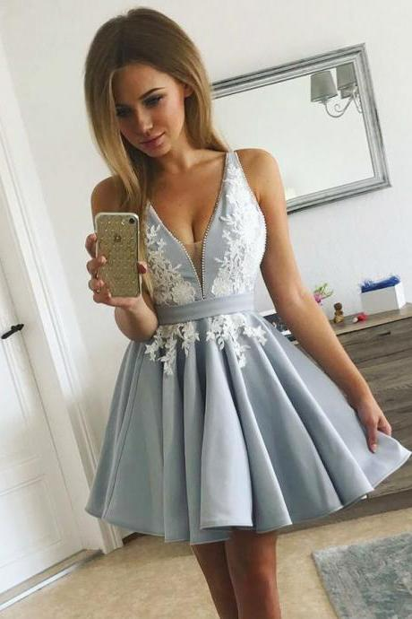 Fashion A-Line V-Neck Gray Short Homecoming Dress with Lace Appliques Party Gowns
