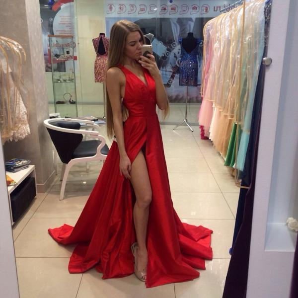 2016 New Arrival Long Red Prom Dresses Satin A Line V Neck